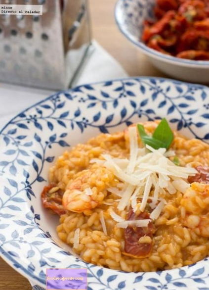 Shrimp risotto and dried tomatoes. Recipe